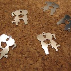 10 qty 22mm vintage a boy and a girl kissing silver plated charm pendant